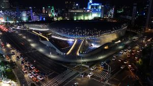 Dongdaemun_Design_Plaza_(DDP)_at_Night,_Seoul