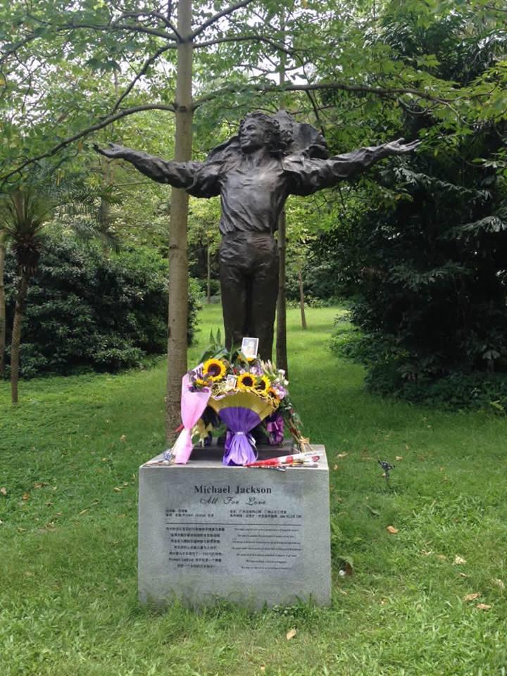 Michael Jackson Statue Chine Portfolio