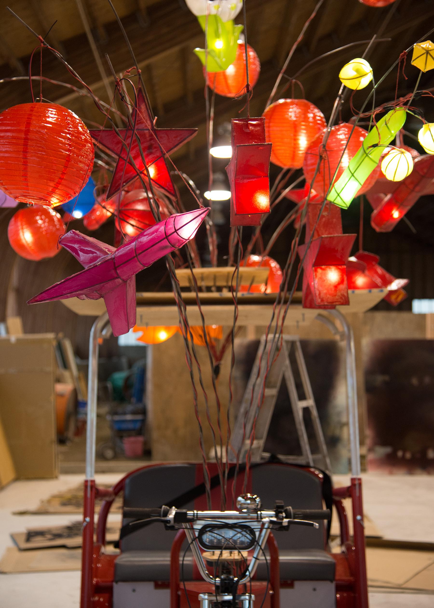 Cai Guo-Qiang Philadelphie Tuk Tuk Lanterne Fireflies USA Chine Artiste Brève Transports Lumières