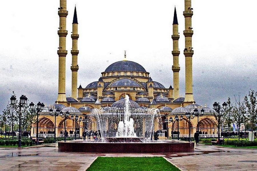 Les plus beaux lieux de culte en Russie Akhmad-Kadyrov-%C3%A0-Grozny