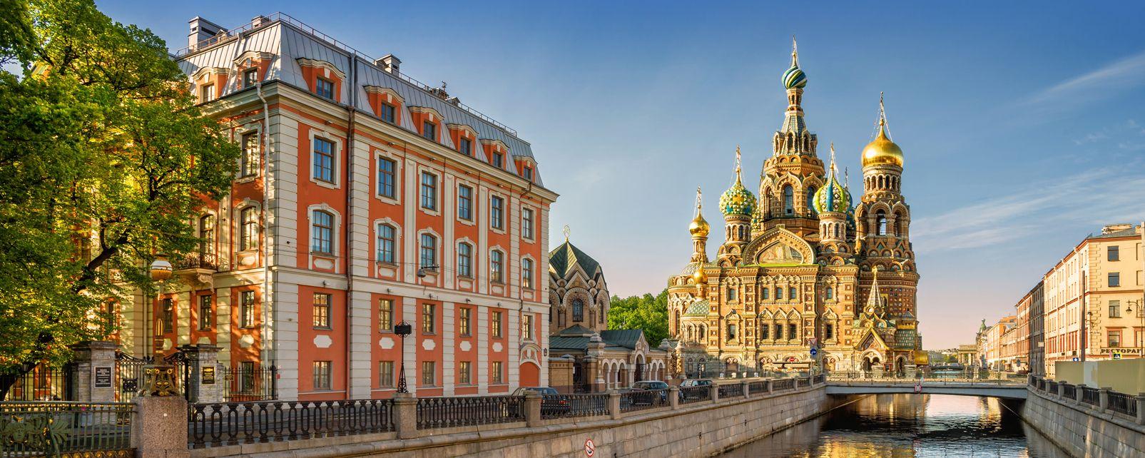 Les plus beaux lieux de culte en Russie Cath%C3%A9drale-saint-sauveur-saint-pet
