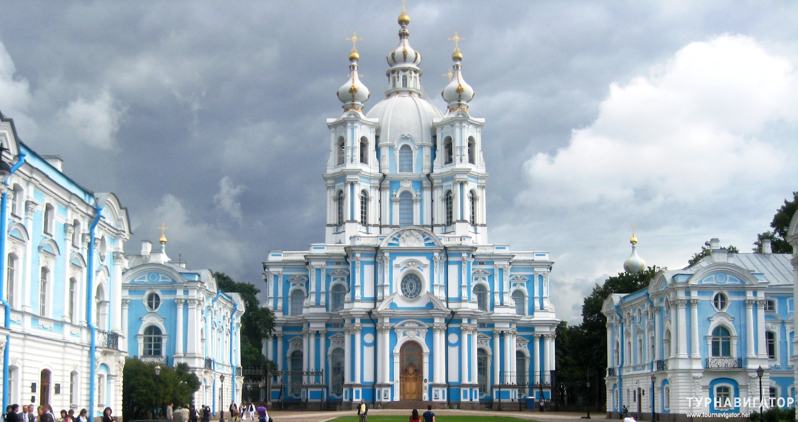 Les plus beaux lieux de culte en Russie Cath%C3%A9drale-smolny-st-pet